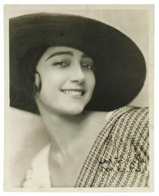 Portrait of Rosa Covarrubias]. Nickolas Muray